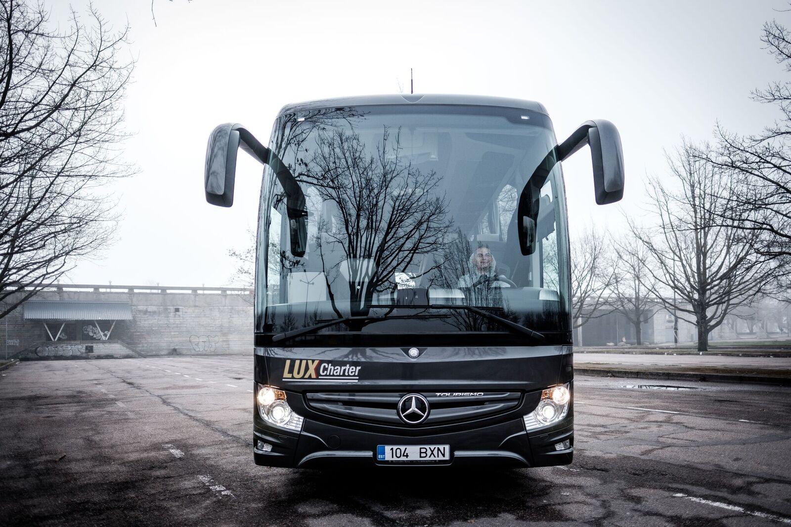 Telli mugavad ja turvalised Lux Charter bussid.