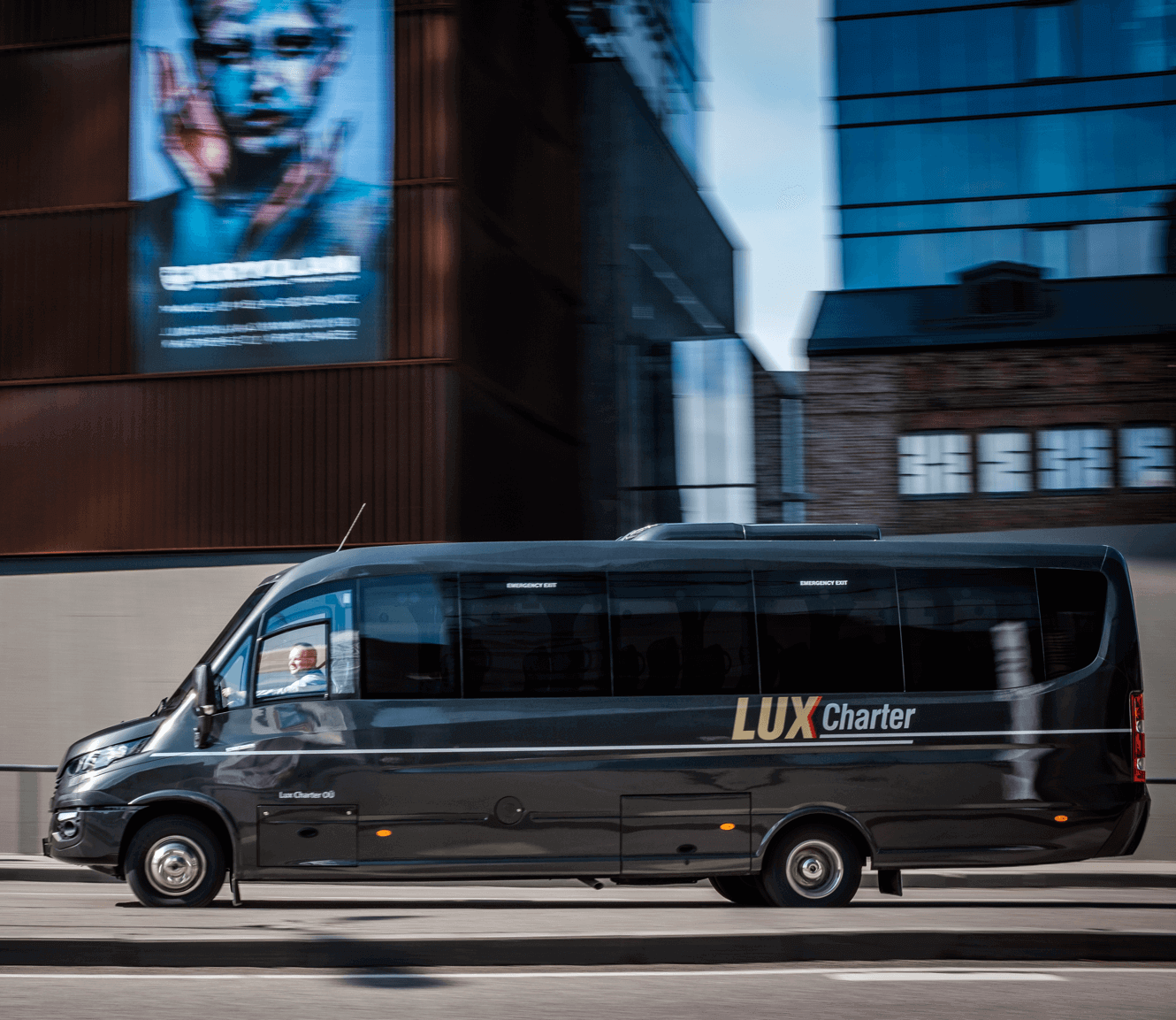 https://luxcharter.ee/wp-content/uploads/2018/05/minibus.png